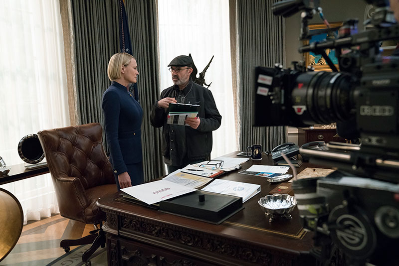 Robin Wright, on the House of Cards set with Director Alek Sakharov (David Giesbrecht/Netflix)