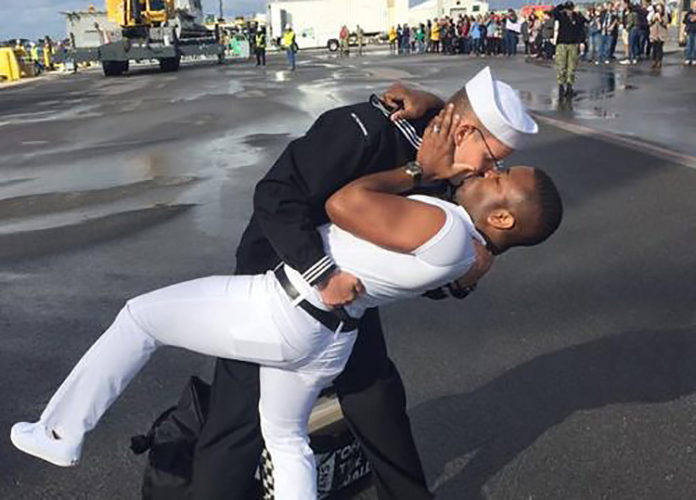 The Boddingtons kiss on arrival back in Florida (US Navy)